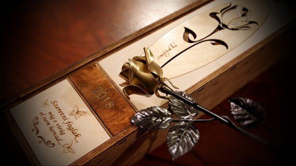kovácsoltvas rózsa arany színű